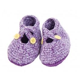 Prachtige gemelleerd paarse gehaakte babyslofjes van het Deense merk Sebra. De slofjes sluiten met gele knoopjes en hebben een effen paarse onderkant.