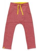 Roze broek van sweatstof van het Deense merk AlbaBabY. De broek heeft een kangaroezak.