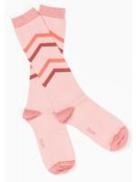 Roze kniekousen met grafische strepen van het Deense merk AlbaBabY.