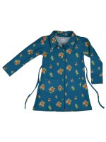 Blauwe jurk met print van het Belgische merk Baba-Babywear. De jurk is gemaakt van biologisch katoen.