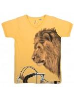 Geel t-shirt met een leeuw op een racefiets van het Belgische merk Stones & Bones.