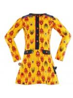 Hippe gele jurk met pauwenveren van het Nederlandse merk 4FunkyFlavours. De jurk heeft navy details.  De jurk is gemaakt van 95% katoen en 5% elastane.