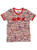 Stoer t-shirt met caravans van het  Belgische merk Stones & Bones. Het shirt heeft een v-hals en 3 sterren op de borst.  Het t-shirt is gemaakt van 100%  katoen.