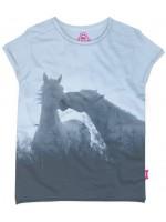 Hip ijsblauw t-shirt met paarden van het  Belgische merk Stones & Bones.  Het t-shirt is gemaakt van 100%  katoen. (slub)