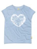 Hip ijsblauw t-shirt met hartje van het  Belgische merk Stones & Bones.  Het t-shirt is gemaakt van 100%  katoen.