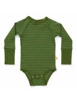 Hippe groen gestreepte romper van het Deense merk AlbaBabY. De romper heeft brede groene biezen.  De romper is gemaakt van 92% katoen en 8% elastane.