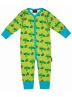 Groene jumpsuit met vliegtuigen van het Zweedse merk Maxomorra. De jumpsuit heeft turquoise biezen en sluit met drukknoopjes.  De jumpsuit is gemaakt van 95% GOTS gecertificeerd biologisch katoen en 5% elastane.