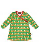 Oranje jurk met eekhoorns van het Zweedse merk Maxomorra. De jurk is gemaakt van 95% katoen en 5% elastane en heeft een groene bies.