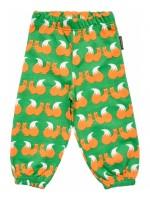 Oranje broekje van sweatstof met eekhoornprint van het Zweedse merk Maxomorra.