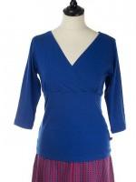 Blauw shirt met overslag van het Belgische merk Froy & Dind. Het shirt is gemaakt van 68% bamboo, 28% biologisch katoen en 4% elastane.