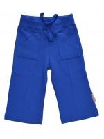 Prachtig kobaltblauwe broek van het Belgische merk Baba-Babywear. De broek heeft hippe zakken aan de voorkant.  De kleding van Baba-Babywear is gemaakt van biologisch katoen.