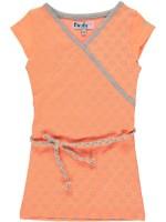 Perzikkleurige jurk met sterren van het merk Birds by D-Rak. Je jurk heeft een kapmouwtje en een gevlochten riempje.