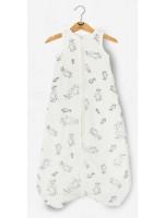 Gevoerde off-white slaapzak met pinguins van het Belgische merk Moon Monsters.   De slaapzak is gemaakt van het allerzachtste biologische katoen.