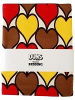 Fantastische retro dekbedhoes met bruine, gele en rode hartjes van het Zweedse merk Duns Sweden. De dekbedhoes is verkrijgbaar in maat junior en maat 1-persoons.  De kleding van Duns Sweden is gemaakt van biologisch katoen. Wel zo prettig, want de kleding