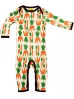 Toffe jumpsuit met wortels van het Zweedse merk Duns Sweden. De jumpsuit heeft een bruine bies en is gemaakt van 100% GOTS gecertificeerd biologisch katoen.