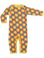 Oranje jumpsuit met bloemen het Zweedse merk Duns Sweden. De jumpsuit heeft een gele bies en is gemaakt van GOTS gecertificeerd biologisch katoen.