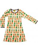 Toffe jurk met wortels van het Zweedse merk Duns Sweden. De jurk is gemaakt van 100% GOTS gecertificeerd biologisch katoen.