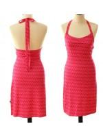 Hippe roze halterjurk met print van het Belgische merk Froy & Dind. De jurk sluit in de net met een lint.  De jurk is gemaakt van biologisch katoen.