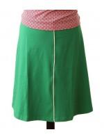 Hippe effen groene rok met off-white bies van het Belgische merk Froy & Dind.   De rok is gemaakt van biologisch katoen.