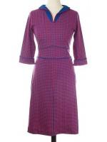 Jurk met blauw/rode print van het Belgische merk Froy & Dind. De jurk is gemaakt van 95% biologisch katoen en 5% elastane.
