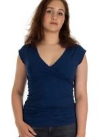 Blauw t-shirt van het Belgische merk Froy & Dind. Het t-shirt is gemaakt van biologisch katoen.
