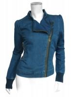 Denim jasje van het hippe merk Isis. Het jasje sluit met een goedkleurige rits.  Het jasje is gemaakt van 100% katoen.
