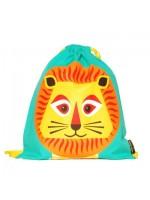 Blauwe gymtas met leeuw  van het merk Coq & Pâte. De leeuw is ontworpen door Mibo. Handig als gymtas of schooltas.   De tas is gemaakt van 100% biologisch katoen en is te wassen op 30C.  Maat: 33 X 36 cm
