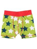 Stoere groene boxershort met sterren van het Zweedse merk Maxomorra. De boxershort heeft een rode bies en rode stiksels.  De kinderkleding van Maxomorra is gemaakt van GOTS-gecertifceerd biologisch katoen.