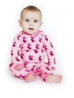 Roze jumpsuit met bordeauxrode muiten van het Deense merk Mini Cirkus.   De jumpsuit is gemaakt van 95% katoen en 5% elastane.