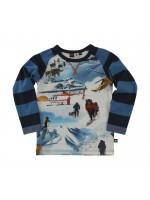 Gave longsleeve met sneeuw expeditie fotoprint van het Deense merk Molo. De longsleeve heeft gestreepte mouwen en oranje stiksels.  Het shirt is gemaakt van 92% katoen en 8% elastane.