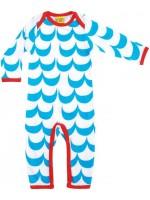 Off-white jumpsuit met blauwe golven van het Zweedse merk More Than a Fling. De jumpsuit heeft een rode bies en is gemaakt van GOTS gecertificeerd biologisch katoen met een beetje elastane.