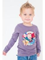 Stoere taupe longsleeve met Super Oteez van het nieuwe Nederlands jongenskledingmerk Oteez. De t-shirts hebben een stiksel in een contrasterende kleur op de schouder.   De kleding is gemaakt van 95% katoen en 5% elastan en afgewerkt met een soft finish w