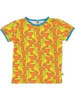 Oranje t-shirt met gele zeepaardjes van het Deense merk Smafolk. Het t-shirt is gemaakt van 50% Oekotex gecerificeerd katoen, 45% modal en 5% elastane.