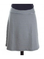 Zwart/witte rok van mooi dikke stof van het Belgische merk Froy & Dind. Leuk met het zwarte shirt, maar ook heel leuk met allerlei felle kleuren.