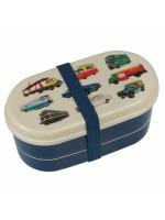 Lunchdoos met vintage auto's, vliegtuigen e.d.  van het merk Rexinter. De doos bestaat uit 2 compartimenten en er zit een lepel en vork bij de doos  De lunchdoos is  9x17x8 cm