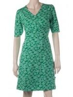 Groene jurk met bloemenprint van het hippe Belgische merk Froy & Dind.  De jurk is gemaakt van biologisch katoen.