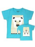 Lichtblauw t-shirt met ijsbeer van het Franse merk Coq & Pâte en ontwerp van Mibo. Aan de achterkant van het shirt  staat de achterkant van de ijsbeer.  De kleding en tassen van Coq & Pâte zijn gemaakt van GOTS gecertificeerd biologisch katoen.