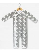 Grijze jumpsuit met driehoekjes van het Belgische merk Moon Monsters.   De jumpsuit is gemaakt van het allerzachtste biologische katoen.