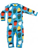 Lichtblauwe jumpsuit met eikeltjes van het Zweedse merk Duns Sweden. De jumpsuit heeft blauwe bies en is gemaakt van 100% GOTS gecertificeerd biologisch katoen.