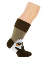 Hippe kletskousen van het Deense merk Ubang.Je kunt met de valk spelen door je hand in de sokken te steken.