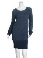 Donkerblauwe jurk met stippen van het hippe merk Isis. De jurk heeft een brede boord aan de onderkant.