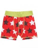 Hippe rode boxershort met sterren van het Zweedse merk Maxomorra. De boxershort heeft een groene bies.  De kinderkleding van Maxomorra is gemaakt van GOTS-gecertificeerd biologisch katoen.