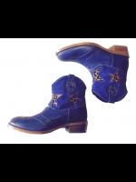 Halfhoge blauwe laarzen met een pantervachtje in de ster van het Italiaanse merk Zecchino D'oro. De onderkant van de laars is gemaakt van glad blauw leer en de bovenkant van de laars is van blauw suede. De laarzen zijn handgemaakt en hebben een heel fijn
